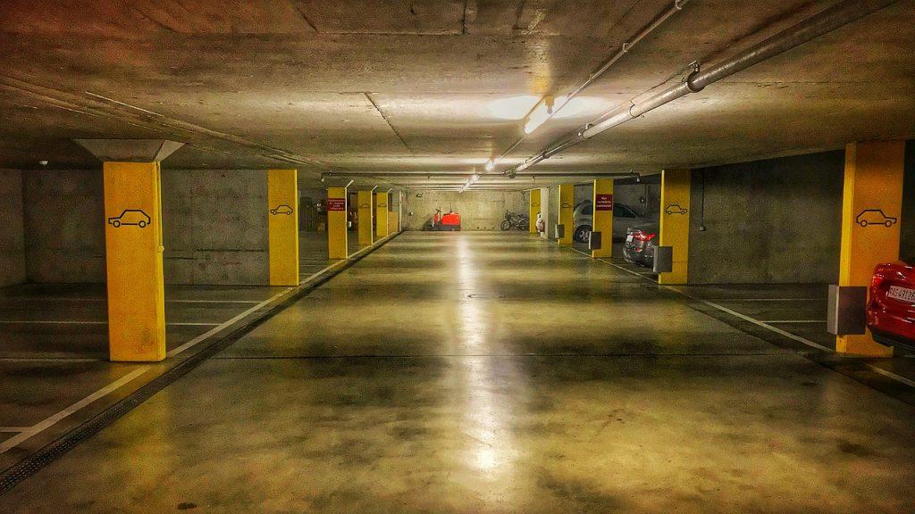 Limpieza con fregadoras garaje